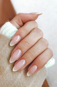 νύχια γαλλικό μίνιμαλ