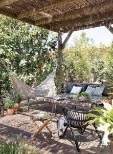 πέργκολα σε κήπο