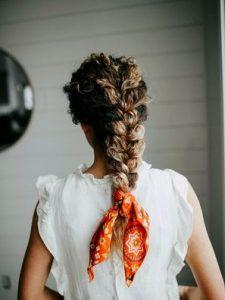 πλεξούδα κορδέλα μακριά μαλλιά