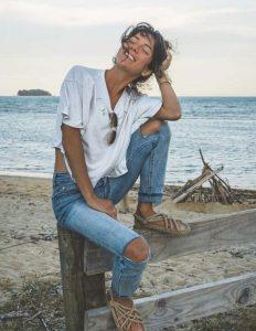 rope sandals τζιν παντελόνι άσπρο μπλουζάκι