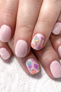 ροζ νύχια παγωτά
