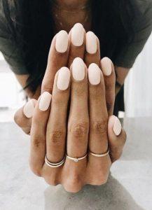 σκέτα λευκά νύχια