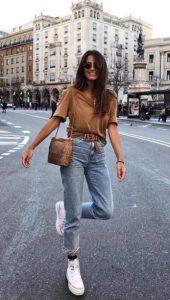 τζιν παντελόνι ψηλόμεσο μπεζ μπλούζα