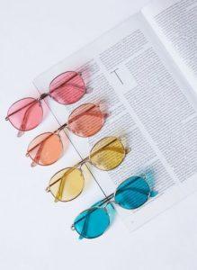 χρωματιστά γυαλιά ηλίου