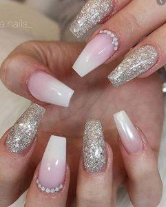 χρυσα νυχια με πεζ ροζ χρωμα