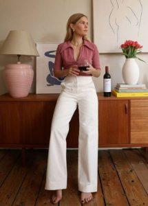 άσπρο ψηλόμεσο παντελόνι ροζ πουκάμισο πόδια μακριά