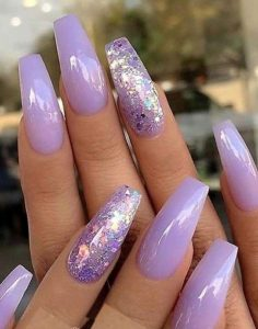 glitter λιλά νύχια