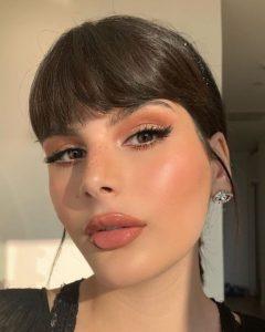 glossy nude χείλη τάσεις μακιγιάζ 2021