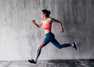γυναίκα τρέχει κολάν