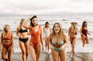 γυναίκες παραλία μαγιό