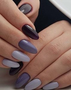 μοβ νύχια