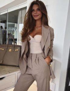 μπεζ γυναικείο κουστούμι