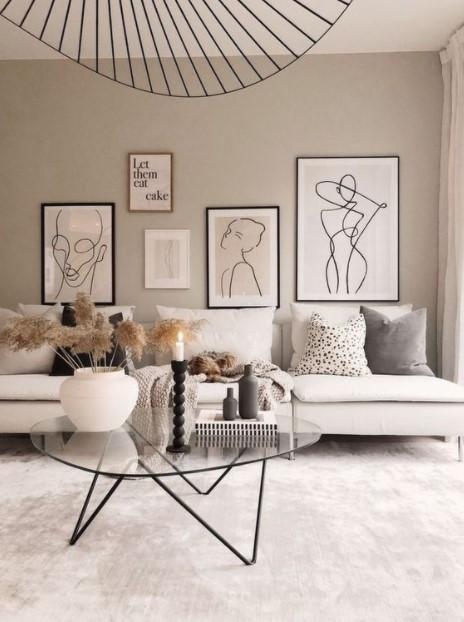 μπεζ τοίχοι άσπρος καναπές πίνακες