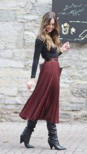 ντύσιμο με πλισέ φούστα