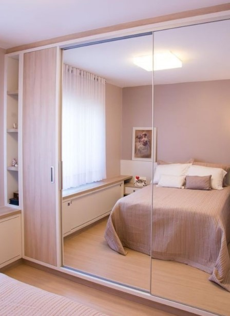 ντουλάπα καθρέφτης στο υπνοδωμάτιο