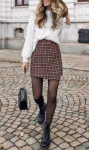 ντύσιμο με φούστα και πουλόβερ