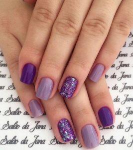 νύχια σε μοβ χρώμα