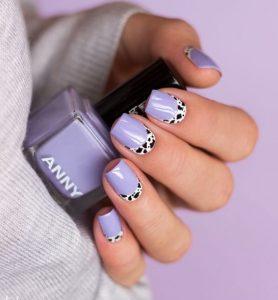 όμορφα λιλά νύχια