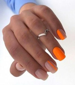 πορτοκαλί nude νύχια