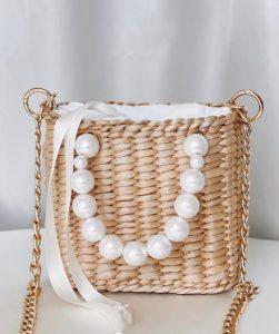 ψάθινη τσάντα με χερούλι με πέρλες