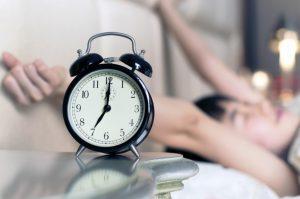 ρολόι γυναίκα κρεβάτι παίρνει ύπνος εύκολα