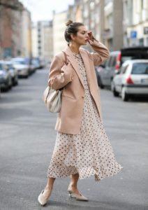 ροζ σακάκι πουά μάξι φόρεμα