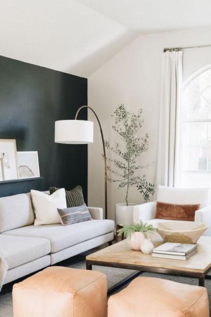 άσπρος καναπές λάμπα δαπέδου
