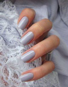 ανοιχτό γκρι νύχια τετράγωνα φθινοπωρινά νύχια