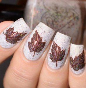 φθινοπωρινά νύχια με φύλλα