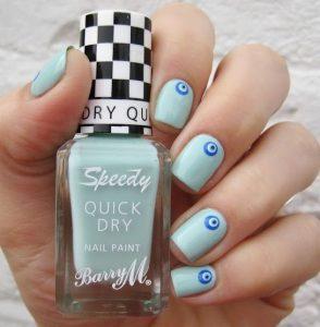 γαλάζια νύχια με ματάκια