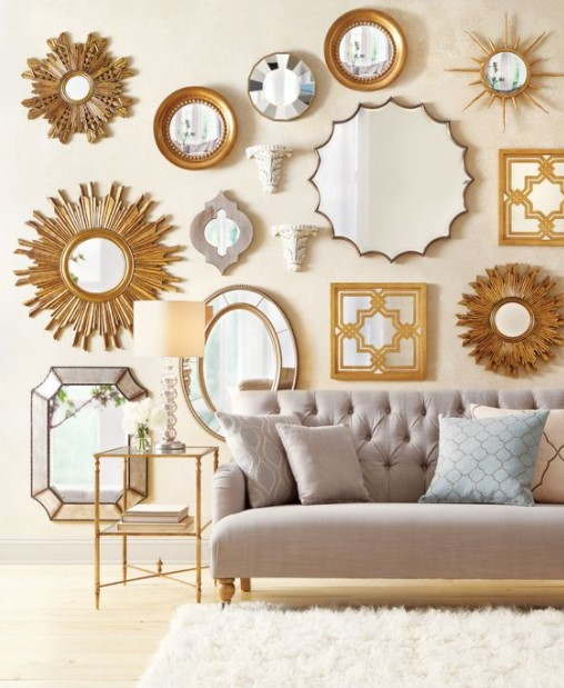 καναπές πολλοί καθρέπτες τοίχος