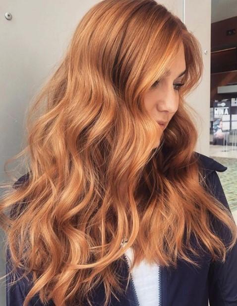κόκκινα ξανθά μαλλιά