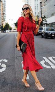 κόκκινο μίντι φόρεμα nude πέδιλο