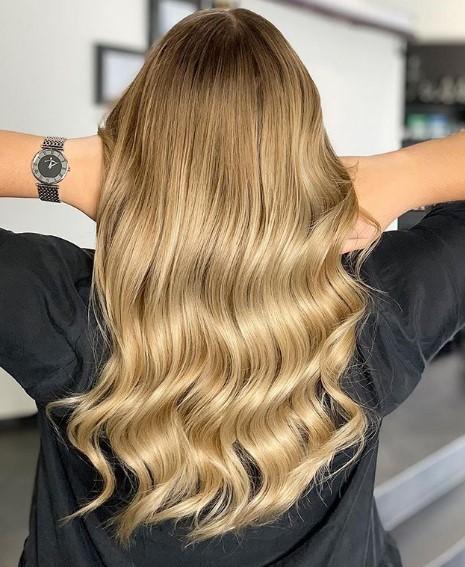 ξανθό μελί μαλλί