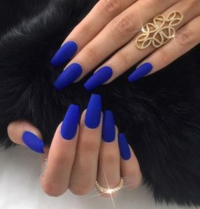 μπλε ιλεκτρίκ νύχια