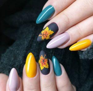 μπλε κίτρινα νύχια με φύλλα