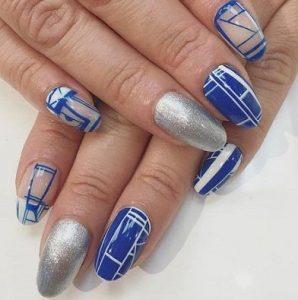 μπλε νύχια με σχέδια