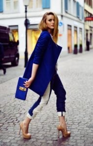 μπλε παλτό παντελόνι χρώματα ρούχων ξανθιές
