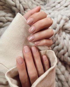 nude nails κοντά