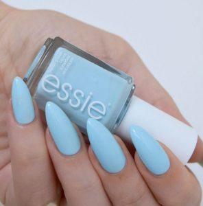 νύχια σε γαλάζιο χρώμα