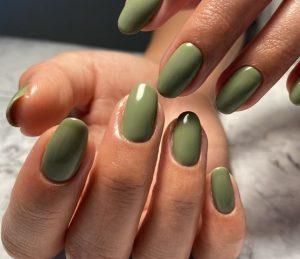 πράσινο της ελιάς μανικιούρ