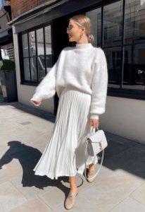 πλισέ άσπρη φούστα άσπρο πουλόβερ