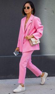ροζ κουστούμι