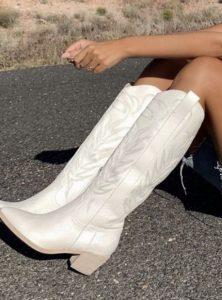 άσπρες γυναικείες μπότες
