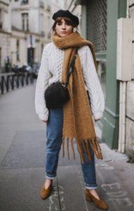 άσπρο πουλόβερ μεγάλο κασκόλ μπερές καθημερινό ντύσιμο