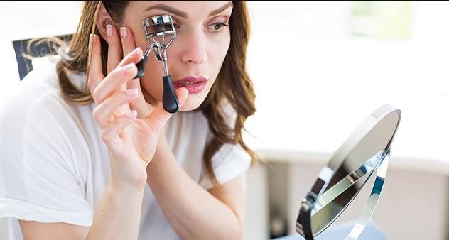 5 Αξεσουάρ μακιγιάζ που θα σου λύσουν τα χέρια!