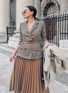 γυναικείο ντύσιμο με φούστα και σακάκι
