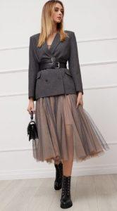 γυναικείο ντύσιμο με σακάκι και φούστα