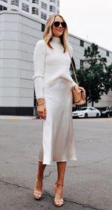 κομψό γυναικείο ντύσιμο σε λευκό