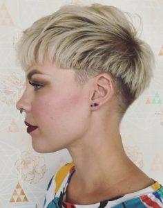 ξανθά κοντά μαλλιά ξυρισμένα